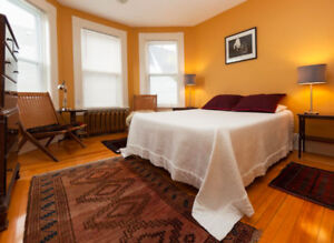 Lovely Room with ensuite bath in Old Town Lunenburg