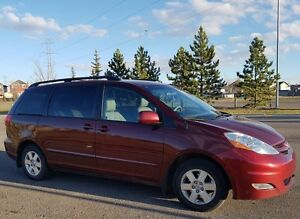 2009 Toyota Sienna LE, Leather, DVD, Low Kms
