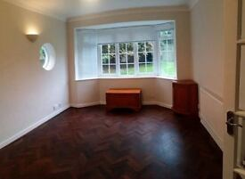 AMAZING SHARE ROOM IN EALING BROADWAY AVAILABLE NOW!!