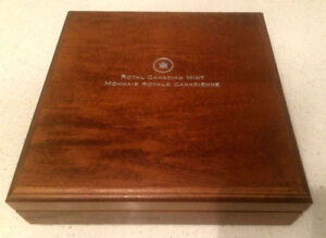 2013 O Canada Wood Display Box Case  for 5 1oz coins - NEW