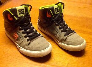 Boys size 7 DC sneakers