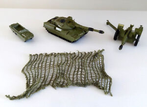 VINTAGE DINKY TOYS, 3 VEHICULES MILITAIRES 1950's