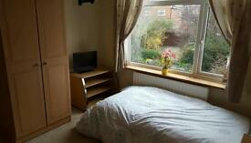 Spacious furnished large single room to rent,11ftx11ft,bills inc,short/long term rental or Mon-Fri
