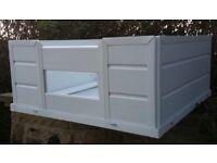 White pvc Whelping box 48x48x18