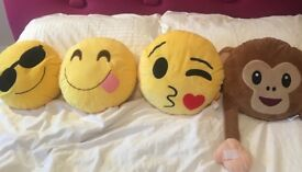Emoji cushions x4