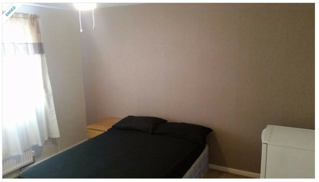 Master Double room for single male - Working class only