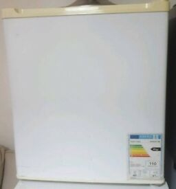 Counter/ Bench top fridge fully working condition