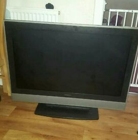 Hatachi 37 lcd tv