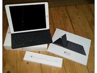 "Ipad pro 9.7"" 32gb Wi-Fi model + Apple pencil + smart keyboard"