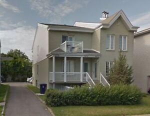 GRAND 4 1/2 à STE-ROSE (Laval)