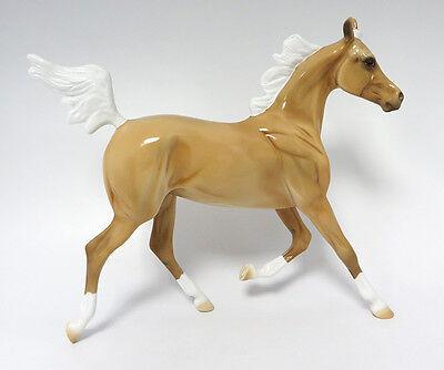 SUGABEE-LE-5 PALOMINO YEARLING MODEL HORSE ATOMIC LIVE