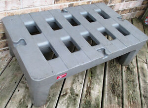 """Used Metro HP2236PD 36""""x22""""x12"""" Dunnage Rack with Cap. 1500lb. Stratford Kitchener Area image 1"""