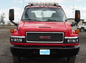2005 GMC Tow Truck, 325,087KMS   Runs Great, As Is