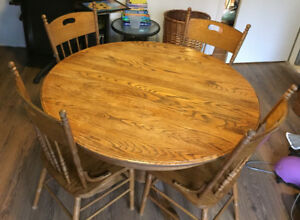 Oak table with six chairs - $125 (North Vancouver)