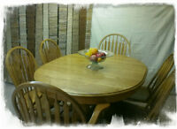 Large solid Oak Dining Room Table W/LION CLAWS FEET.