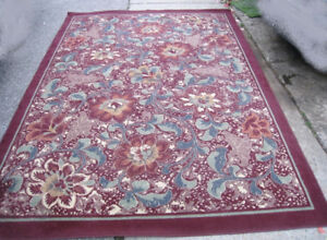 Large 8' X 10' Area Rug in good clean condition