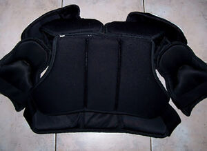 Vaughn Conquest 1000 Shoulder Pads VSP1000 London Ontario image 2