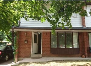 Well maintained 4 bedroom house for rent in Oakville