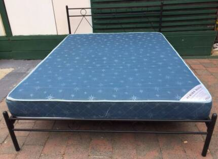 Excellent black metal frame queen bed with mattress. Delivery ava