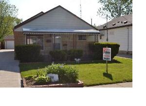 2028 Buckingham.. Riverside Family Home!!! Open Sunday 1-3