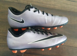 Nike soccer cleats youth size 2