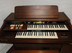 Orgue Hammond model Aurora Classic124