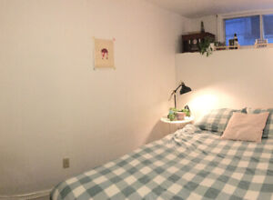 Downtown 1 Bdrm in furnished 2 Bdrm Apt Sublet May 1- Aug 31