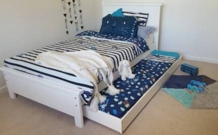 KING SINGLE BED & TRUNDLE (WHITE) WITH FREE BEDSIDE