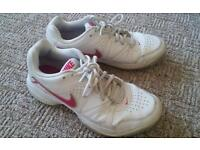 NIKE City Court Ladies Trainers Size 5 White & Pink