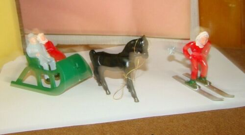 VINTAGE LOT Of 5 FOWIND BARCAY PLASTIC SKIER, SLED SLEIGH HORSE FIGURES