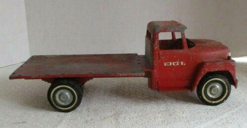 Vintage Ertl IH International Harvester Loadstar Flatbed Rack Farm Truck