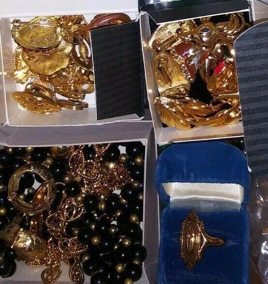 All Signed Avon Vintage Lot Brooche Clip Earring Bracelet Hair Clips+ Box Full💎