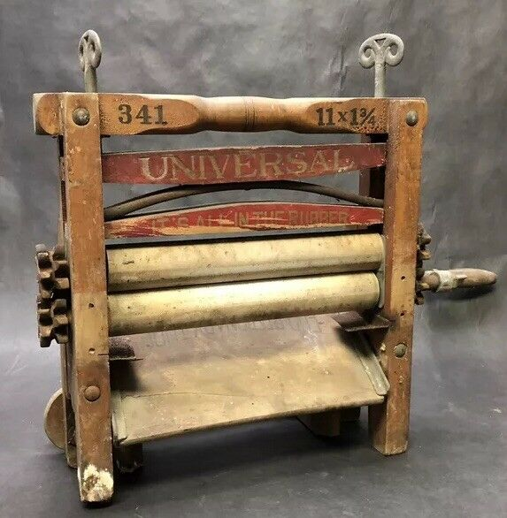 Vintage Universal Clothes Wringer Model 341