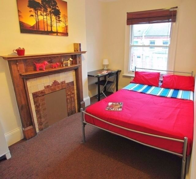 Spacios and gorgeous room ready for you ! Located near Stratford