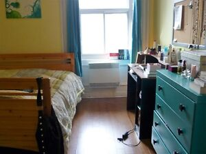 4 1/2 (2br) for Sept. ($1200/month) Furnished