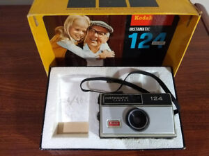 Vintage Kodak Instamatic 124 Color Outfit Camera No. A124R