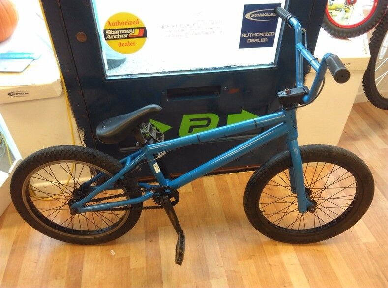 Bmx Fitbikes blue 9 tooth driver, three piece crank, tyres are worn but fine