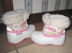 Used Girls Winter/Spring Boots, Size 7, Arctic Tracks, good cond