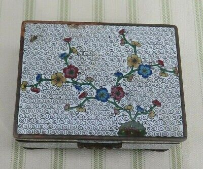 ANTIQUE CHINESE FLORAL WHITE CLOISONNE FOOTED BOX WITH TURUQISE BLUE INTERIOR
