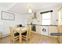 Studio flat in Pentonville Road, London, N1