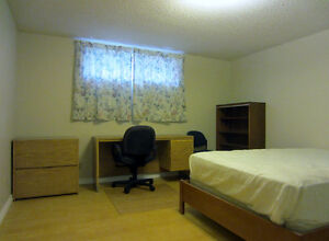 Bedroom for rent Close to Century Park LRT