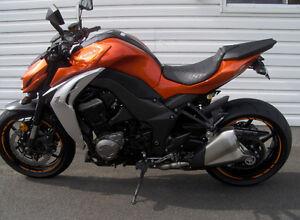 Kawasaki z1000 2014 Flambant neuf ! Showroom! 3904 km! 1 taxe