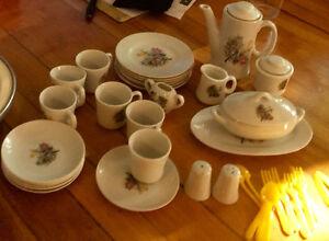 Set de vaisselles pour poupée antique