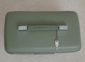 Vintage Samsonite Saturn Train Case in mint condition