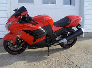 Kawasaki ninja zx14r 2013 showroom ! 7500 km. 1 taxe (600$) WOW