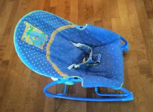 FISHER PRICE Chaise bébé qui berce et vibre- Baby rocking chair