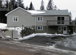 4 bd home, large private deck, great views, 1.02 Acres!!