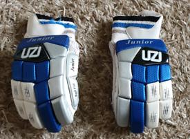 Uzi R/H Junior Batting Gloves