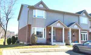 North London 3 Bedroom End Unit Condo - Backing onto Park Area