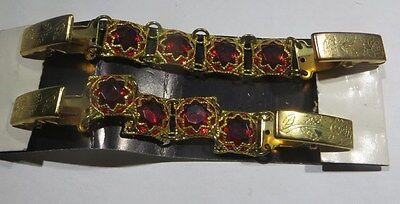 2 Fermetures  de gilet plaqué or avec pierres de verre  rouges -